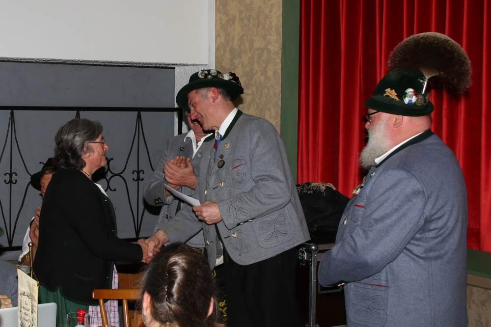 Robert Stahuber dankt Annellies Hermann